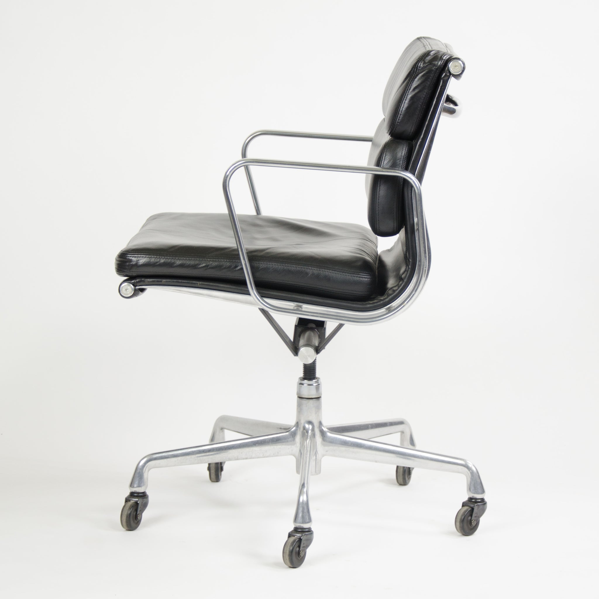 Herman Miller Eames Soft Pad Aluminum Group Chair Black Leather 2000's 2x Avail