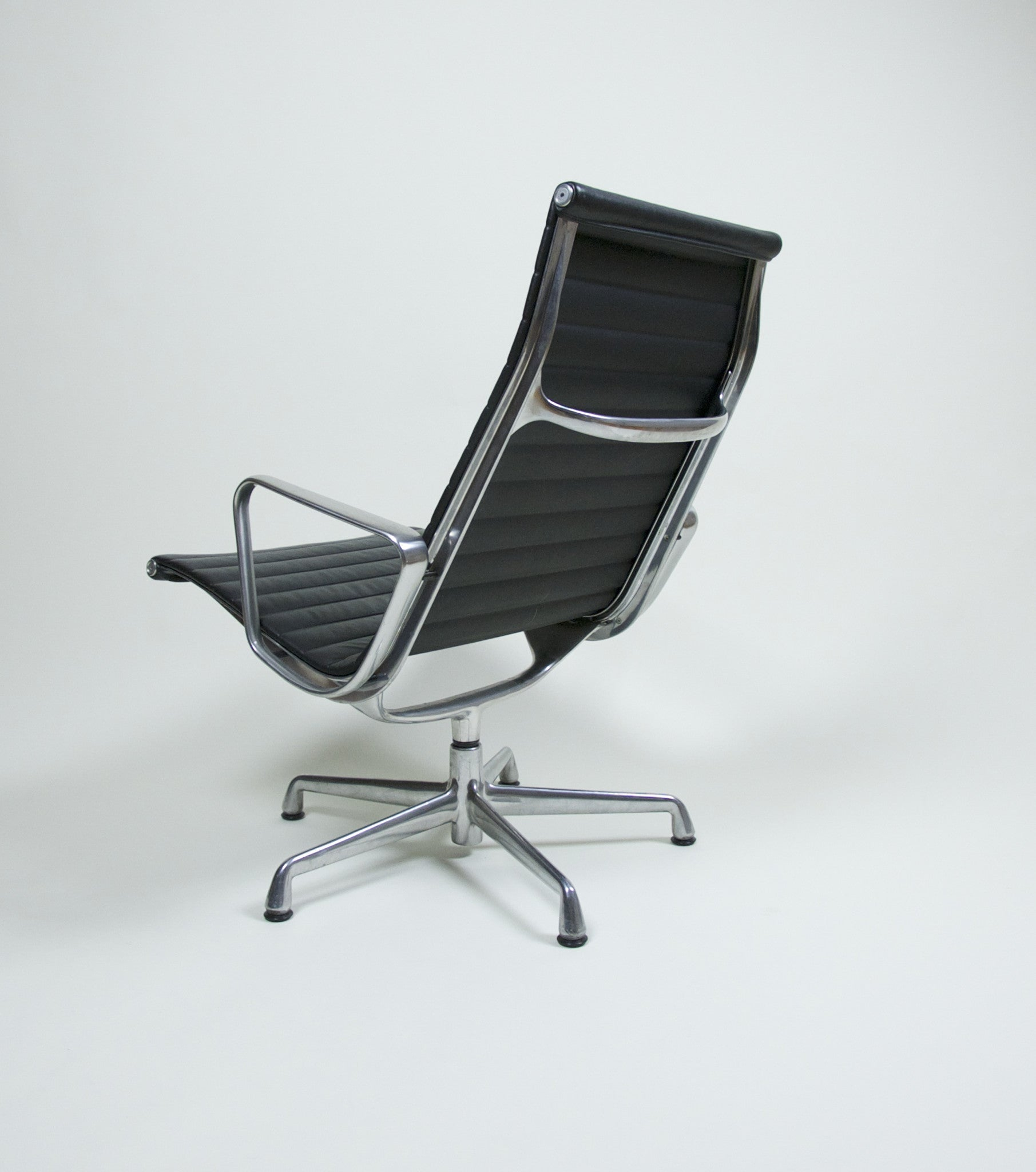 SOLD Eames Herman Miller Aluminum Group Lounge Chair