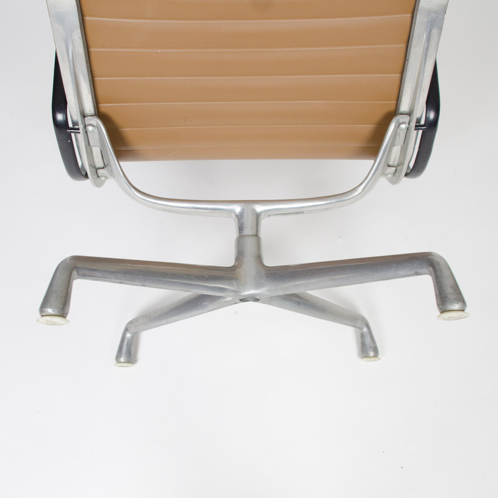 Eames Herman Miller Aluminum Group Lounge Chair, Tan Upholstery