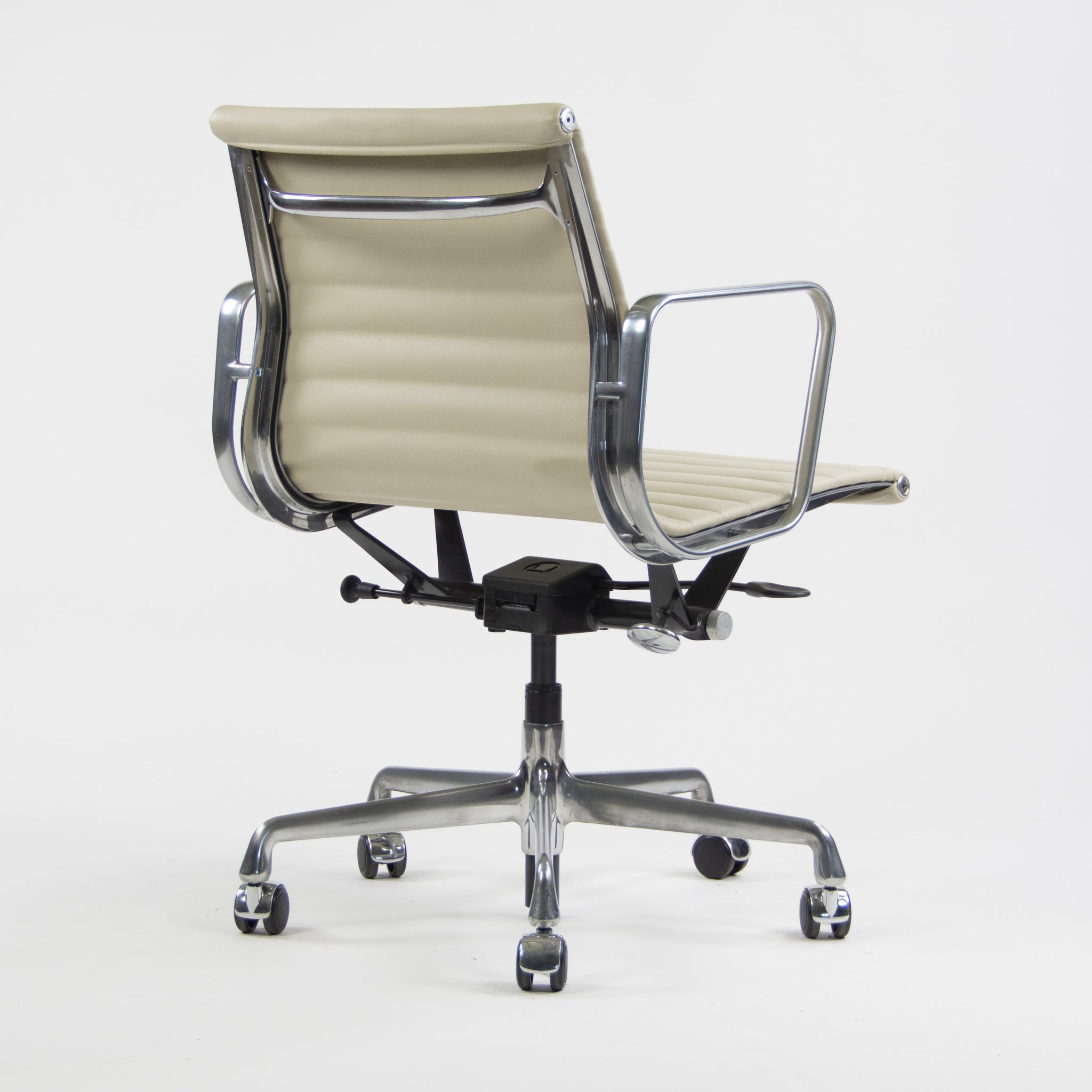 SOLD Herman Miller Eames New Old Stock Low Aluminum Group Management Desk Chair Tan