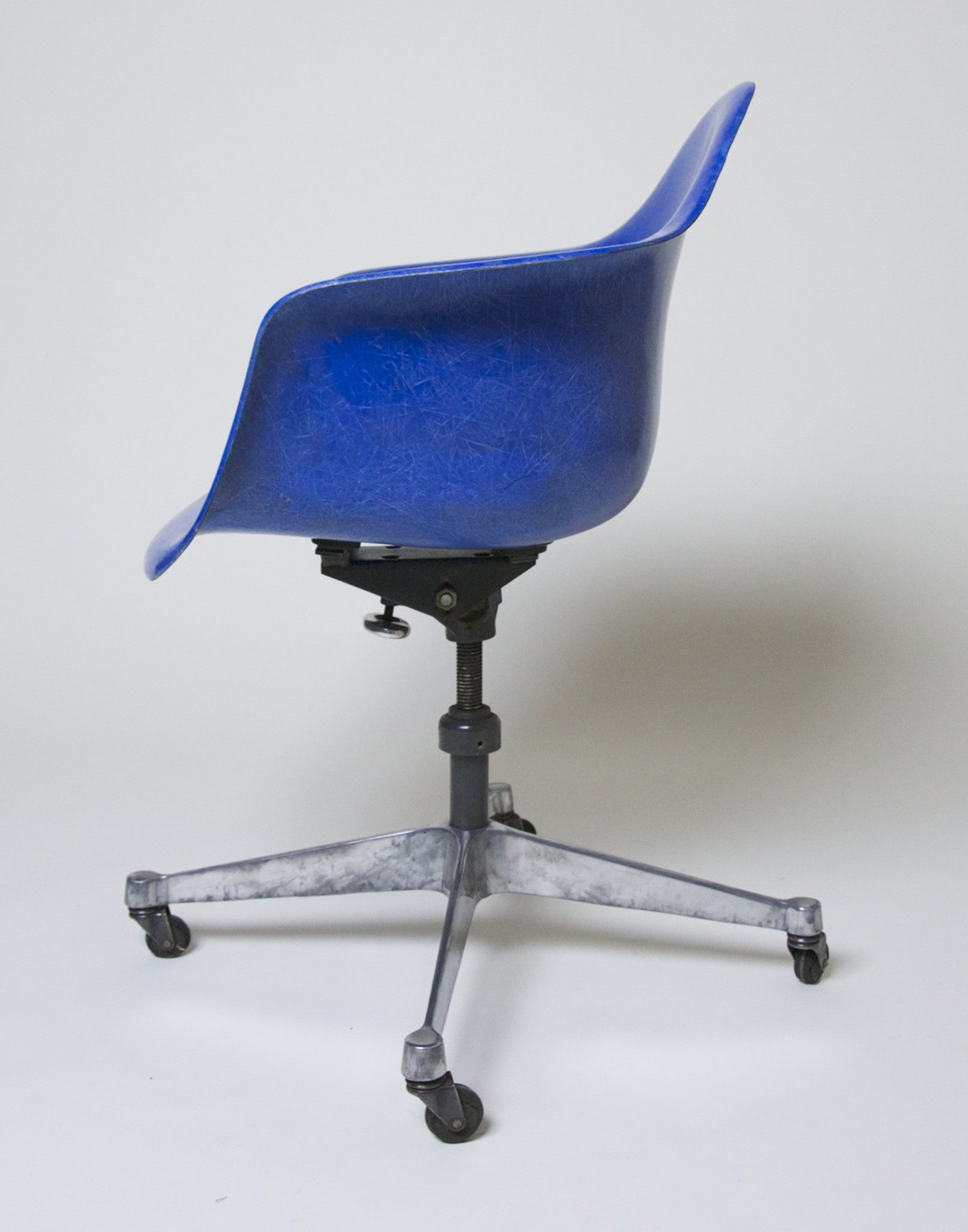 SOLD Rare 1969 Original Eames DAT Herman Miller Fiberglass Shell Chair In Bright Blue