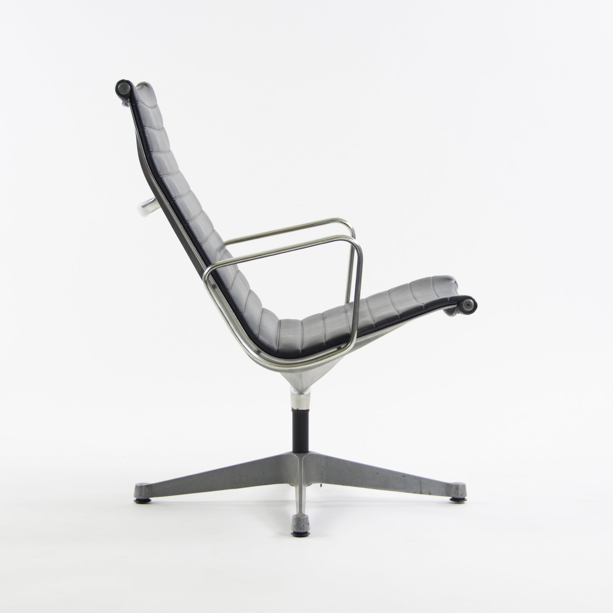 Eames Herman Miller Museum Quality Aluminum Group Lounge Chair Black Upholstery