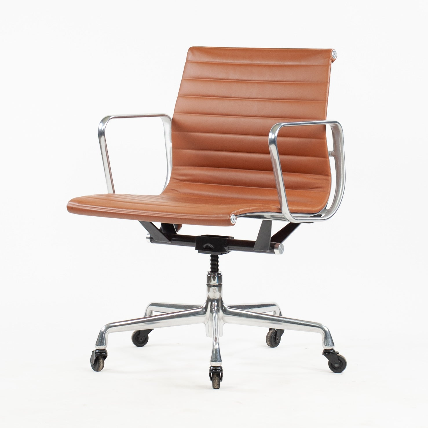 SOLD Herman Miller Eames Low Aluminum Group Management Desk Chair Cognac Leather 2010