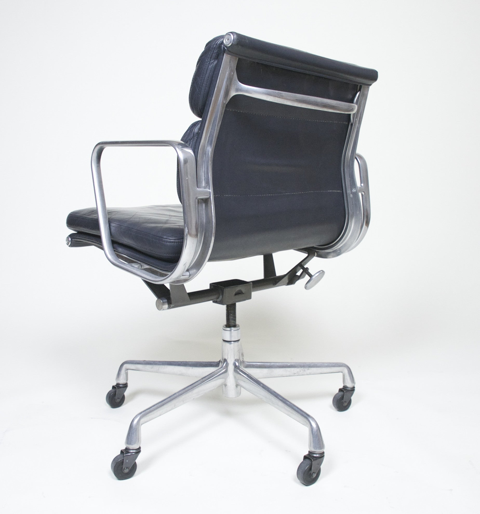 SOLD Eames Herman Miller Soft Pad Aluminum Group Chair Dark Gray Leather 7 Available