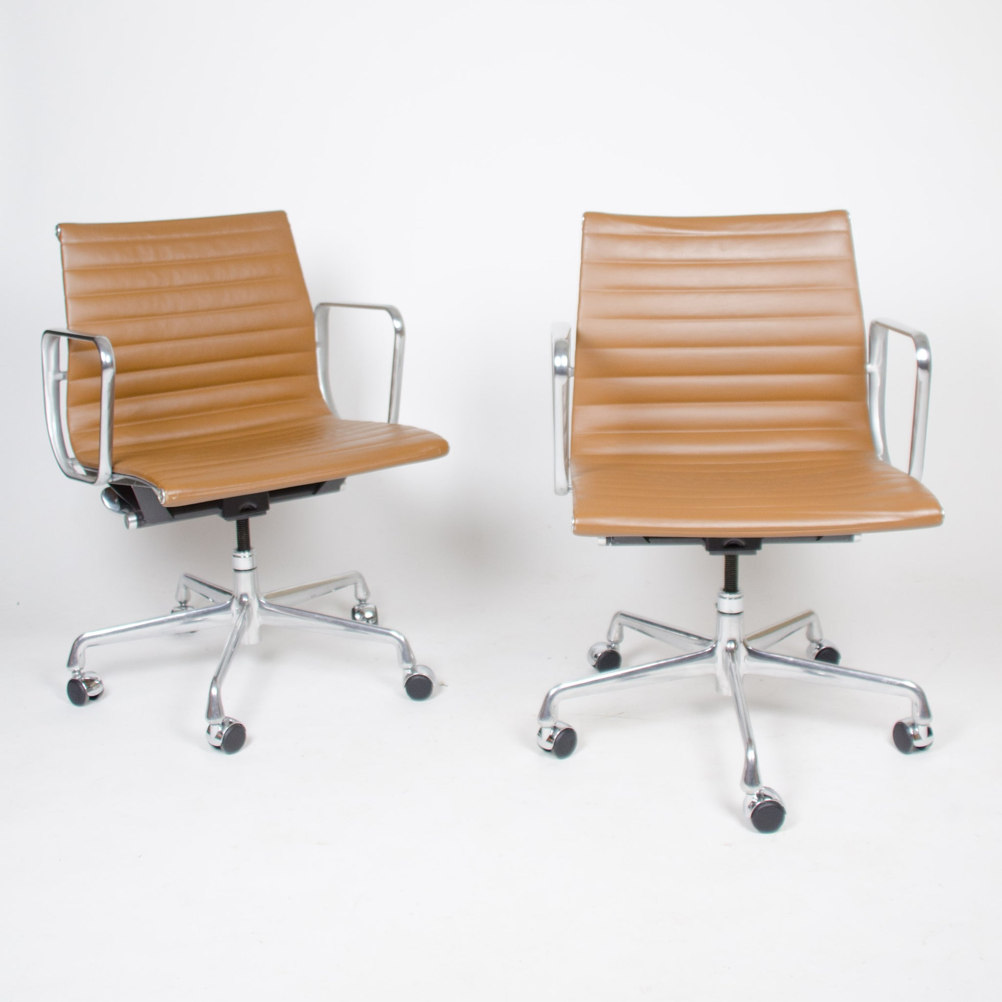 2000/'s Tan Eames Herman Miller Low Aluminum Group Desk Chairs 10 Available