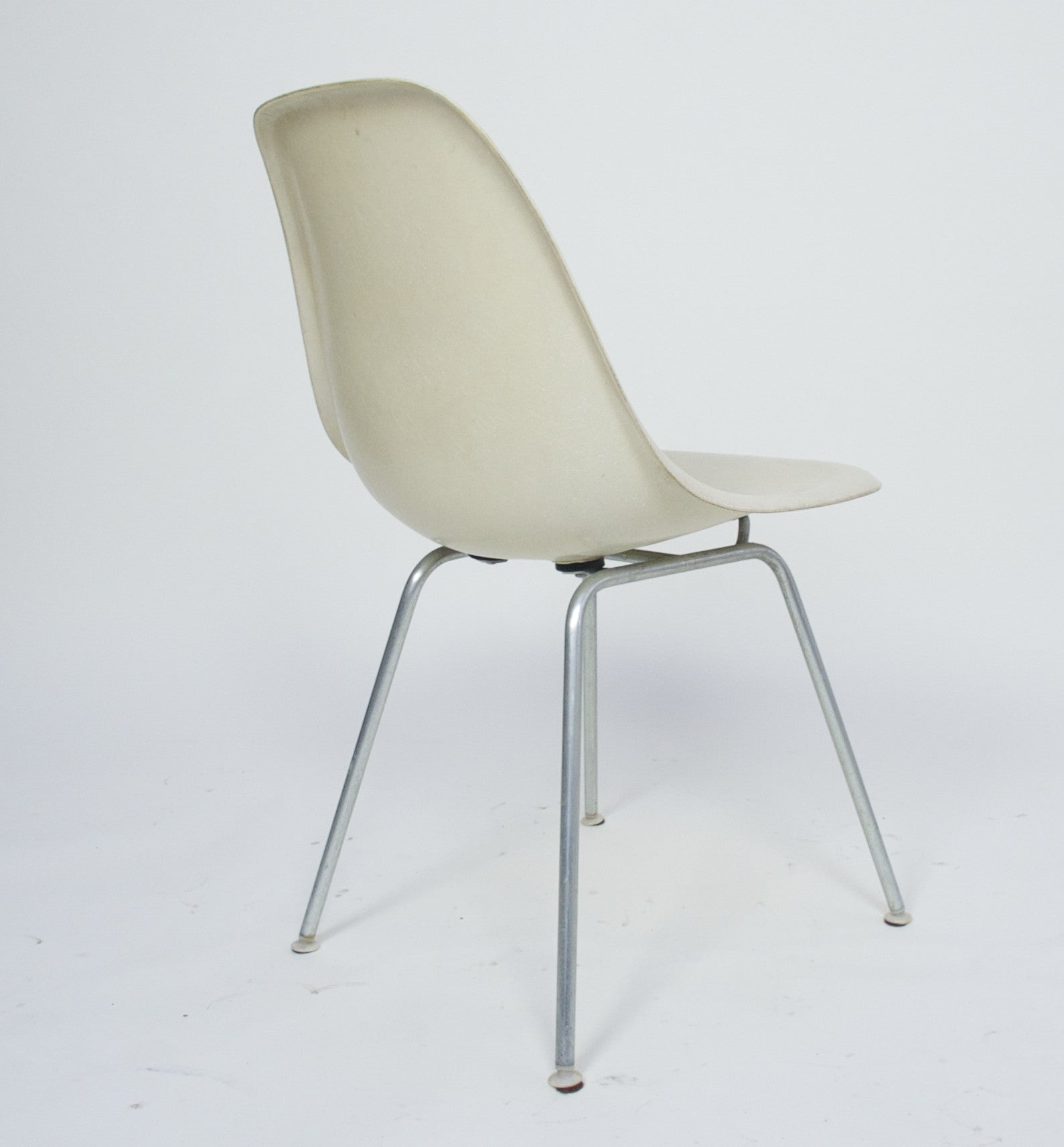 SOLD Original Set Of 6 White / Parchment Eames Herman Miller Fiberglass Shell Chairs