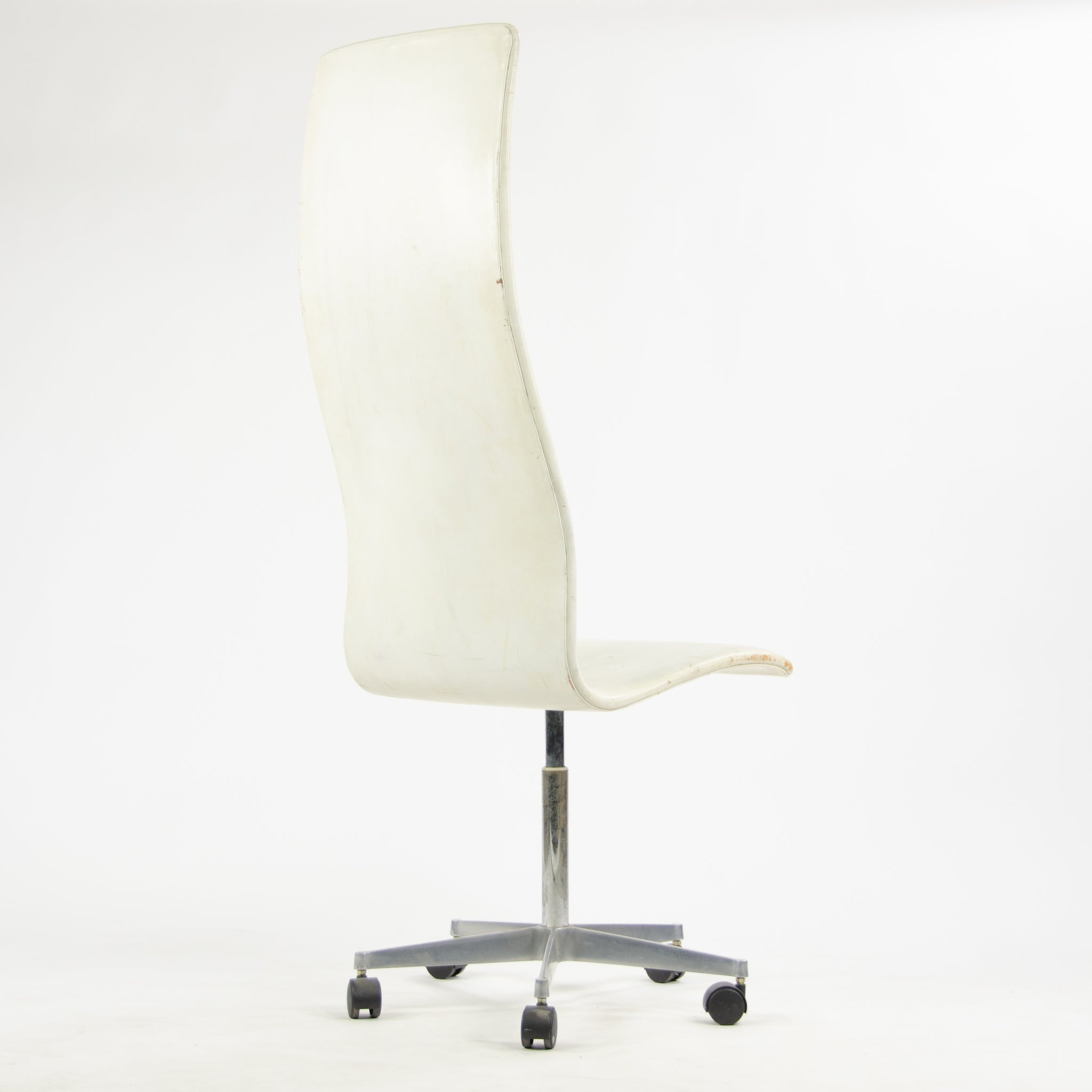 Fritz Hansen Arne Jacobsen Tall Oxford Rolling Chair White Leather