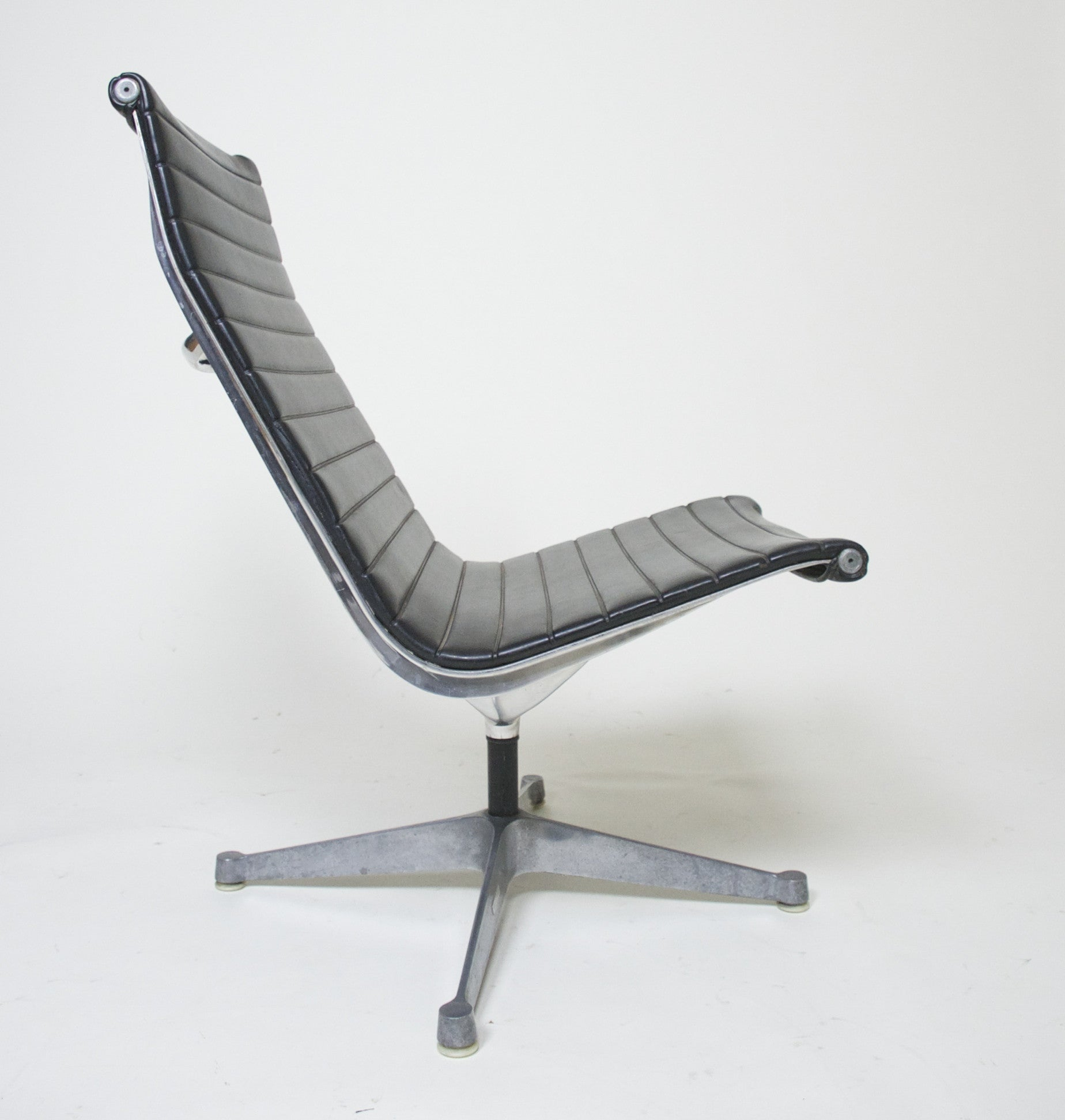 SOLD Eames Herman Miller Aluminum Group Lounge Chair Armless, Quantity 4