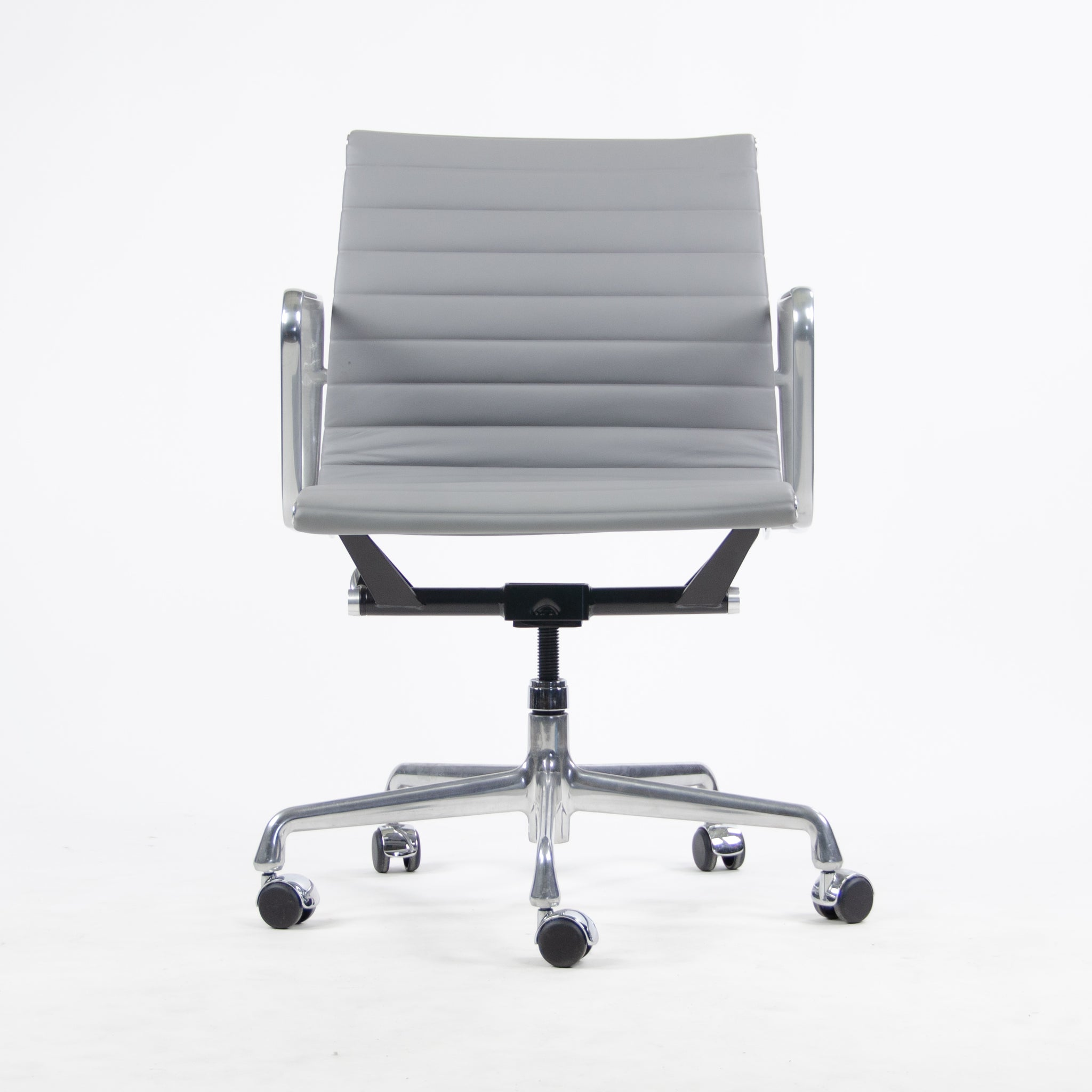 Herman Miller Eames Low Back Aluminum Group Executive Chair 1 Available Refurbished