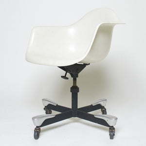 SOLD 1953 DAT Rare Herman Miller Eames Fiberglass Arm Shell Chair vintage