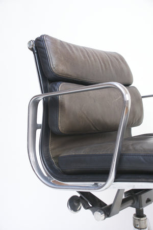SOLD Dual-Tone Museum Quality Eames Herman Miller Soft Pad Aluminum Group Chair