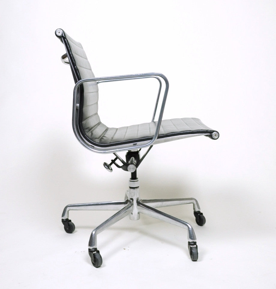 SOLD Eames Herman Miller Aluminum Group Executive Chair Black Leather 4 Available