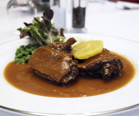 Aromatic Duck in Orange Sauce served with Mashed Potatoes and Peas. 475g. (LY03)