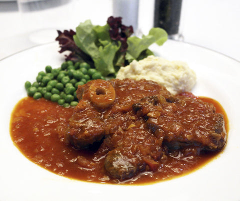 Osso Bucco (Veal Shank) with Peas and Mashed Potatoes. 600g. (LY04)