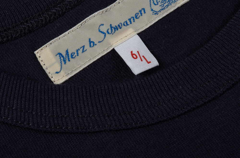 MERZ B SCHWANEN 1950S CREW NECK TEE - NIGHT BLUE