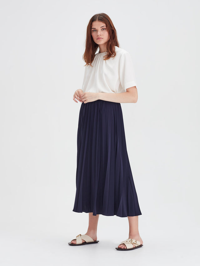 Arc Pleat Skirt (Pleat De Chine) Navy