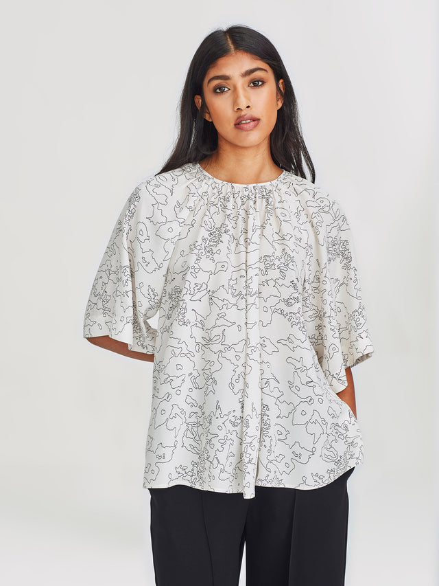 Grace Top (Flower Line) Chalky