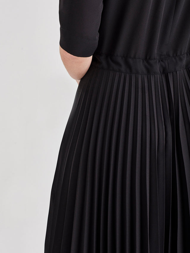 Betsy Pleat Dress (Matte Pleat) Black