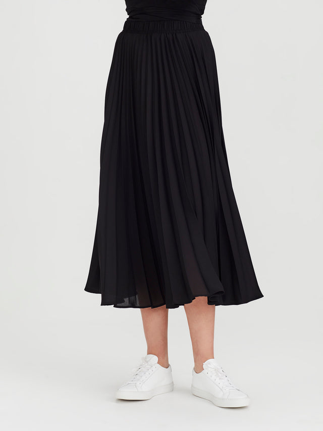 Alpha Pleat Skirt (Matte Pleat) Black