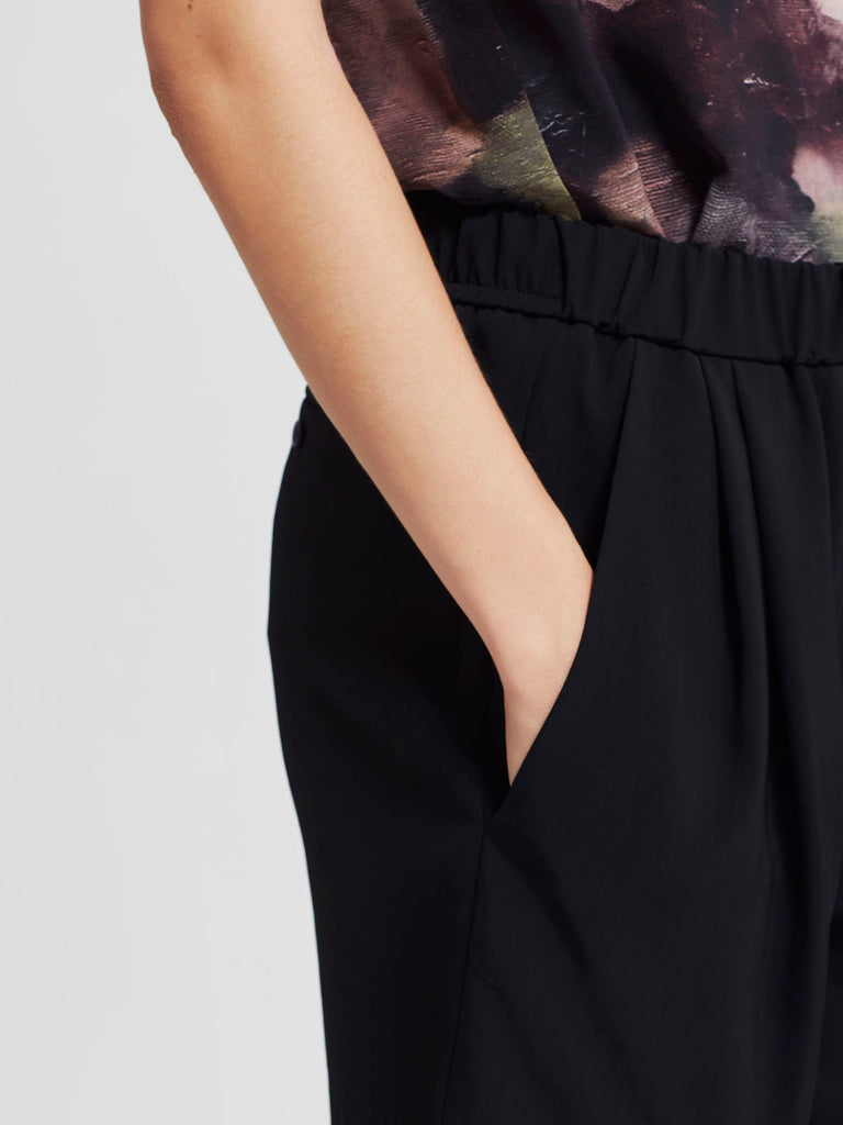 Drape Short (Triacetate Twill) Black