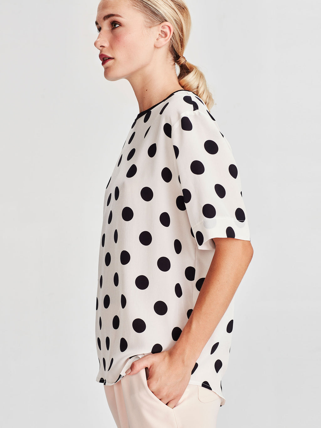 Drape T (Polka Silk) Chalk/Black