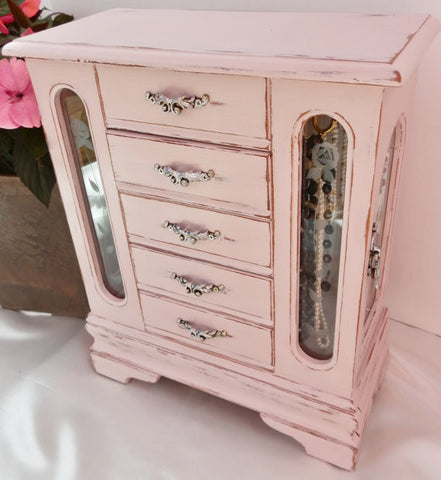 CHALK PAINT by Annie Sloan Antoinette