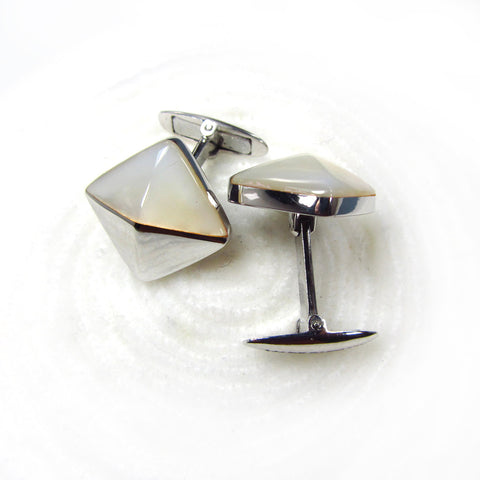 Cuff links with mother of pearl