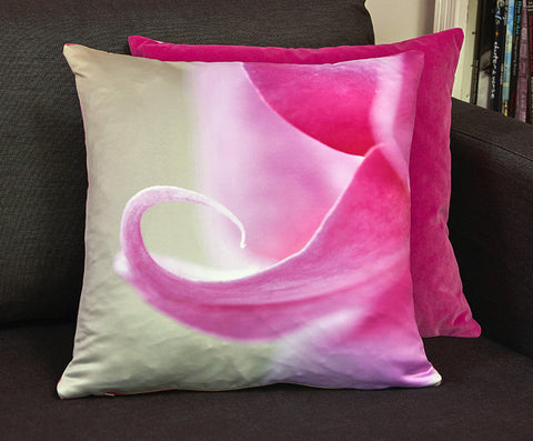 'Delicate' cushion