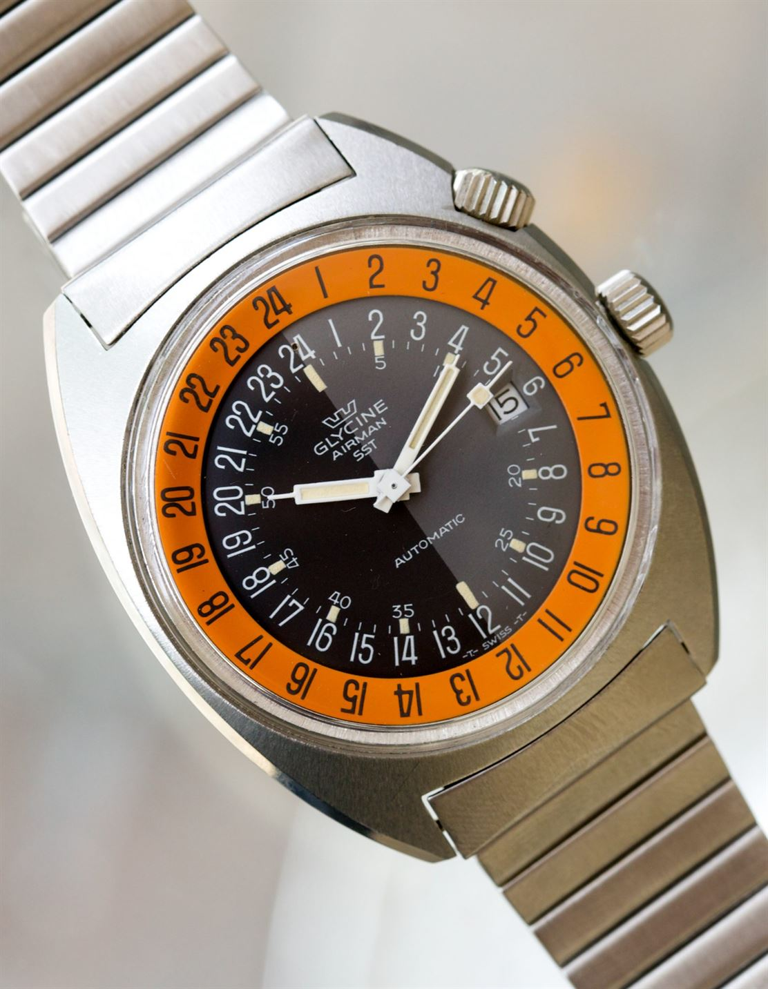 Glysine Airman on macro in The Colourful World of Vintage Watches for A Collected Man London