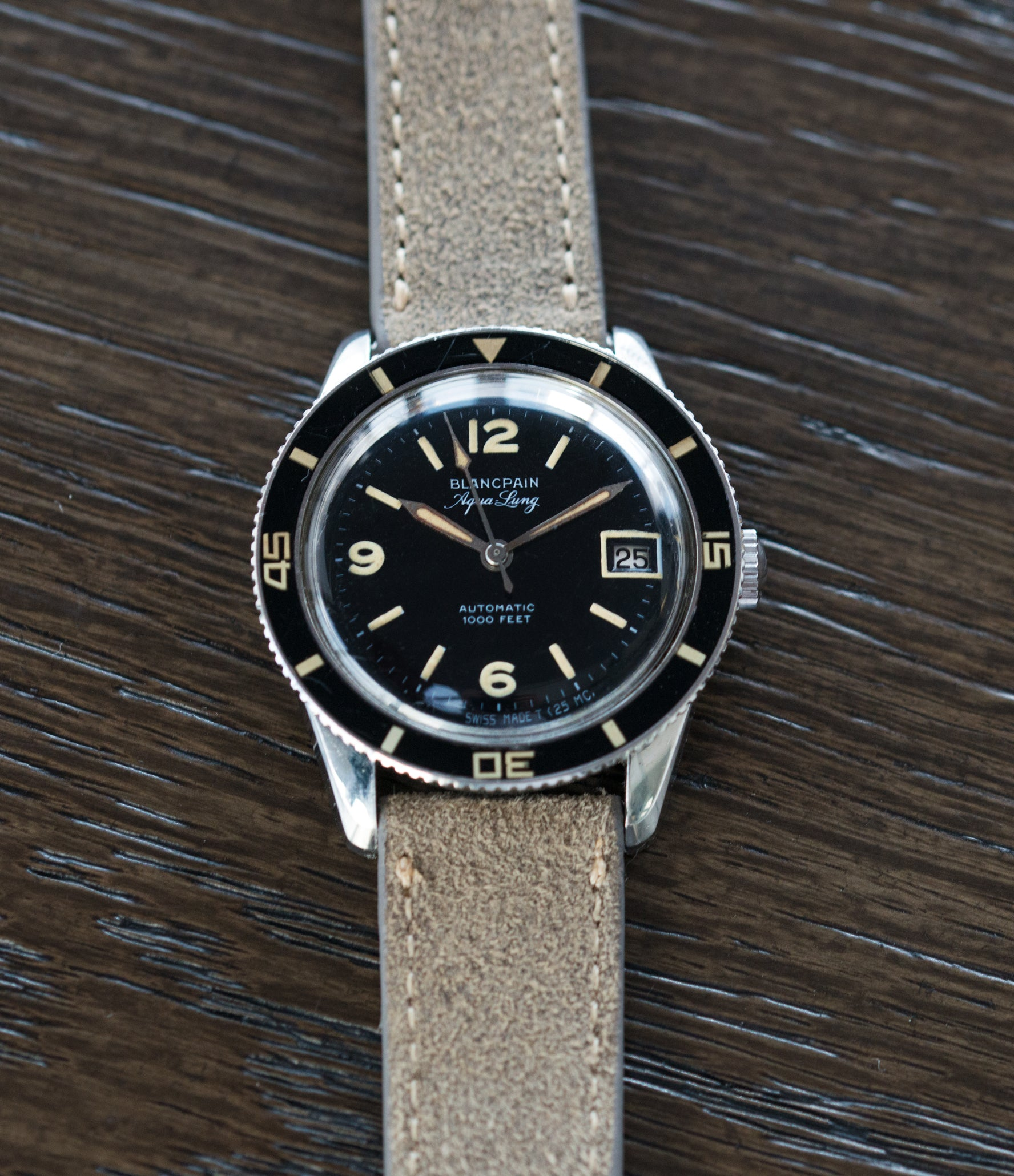 vintage watch Fifty Fathoms Blancpain Aqua Lung Bakelite bezel Gloss Dial Cal. AS 1700/01 vintage sport watch black dial for sale online at A Collected Man London UK specialist rare, vintage watches