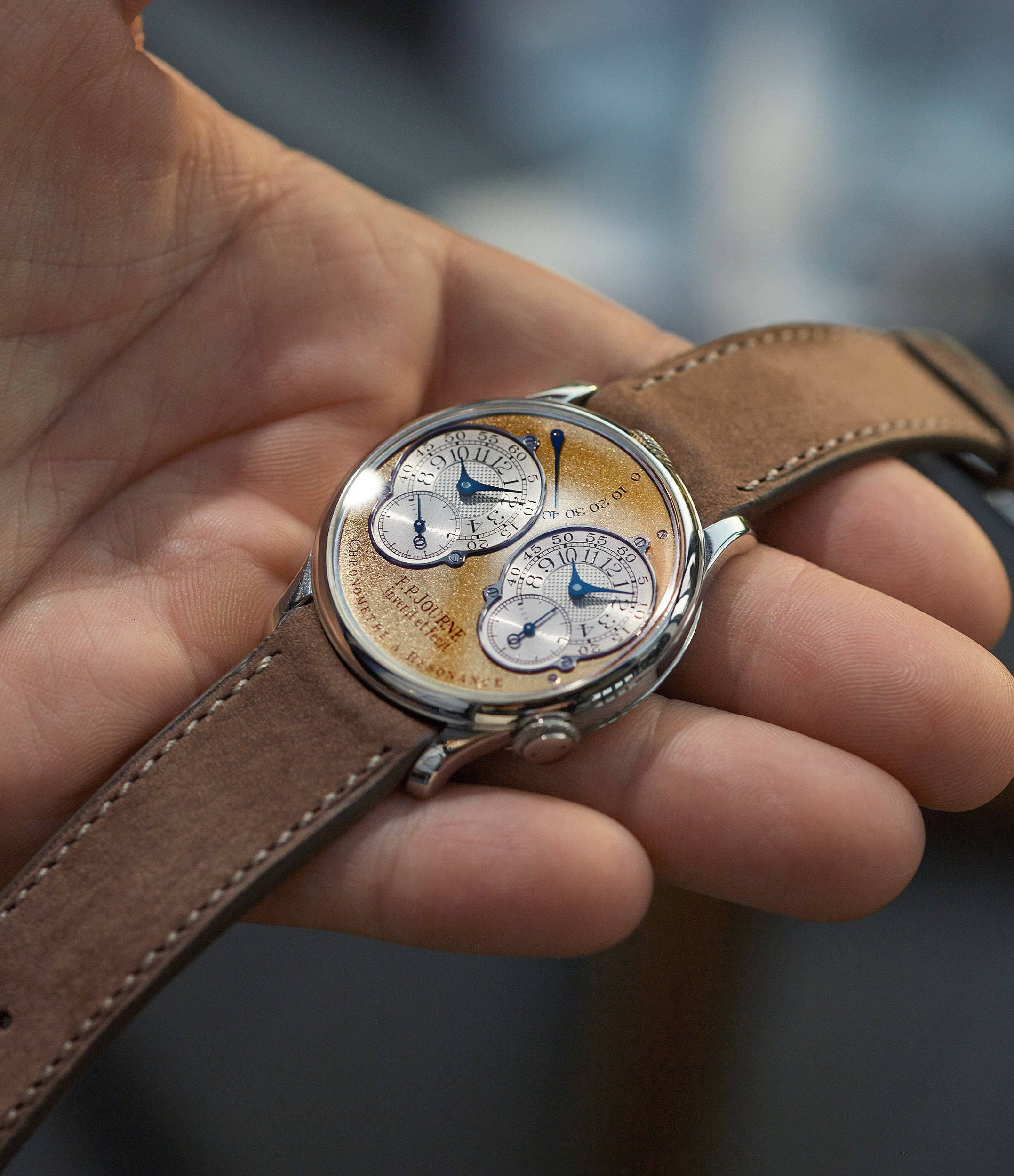hands-on with F. P. Journe Pre-Souscription Chronomètre à Résonance 38mm platinum brass movement early independent watchmaker shimmery gold dial watch for sale online at A Collected Man London specialist rare watches