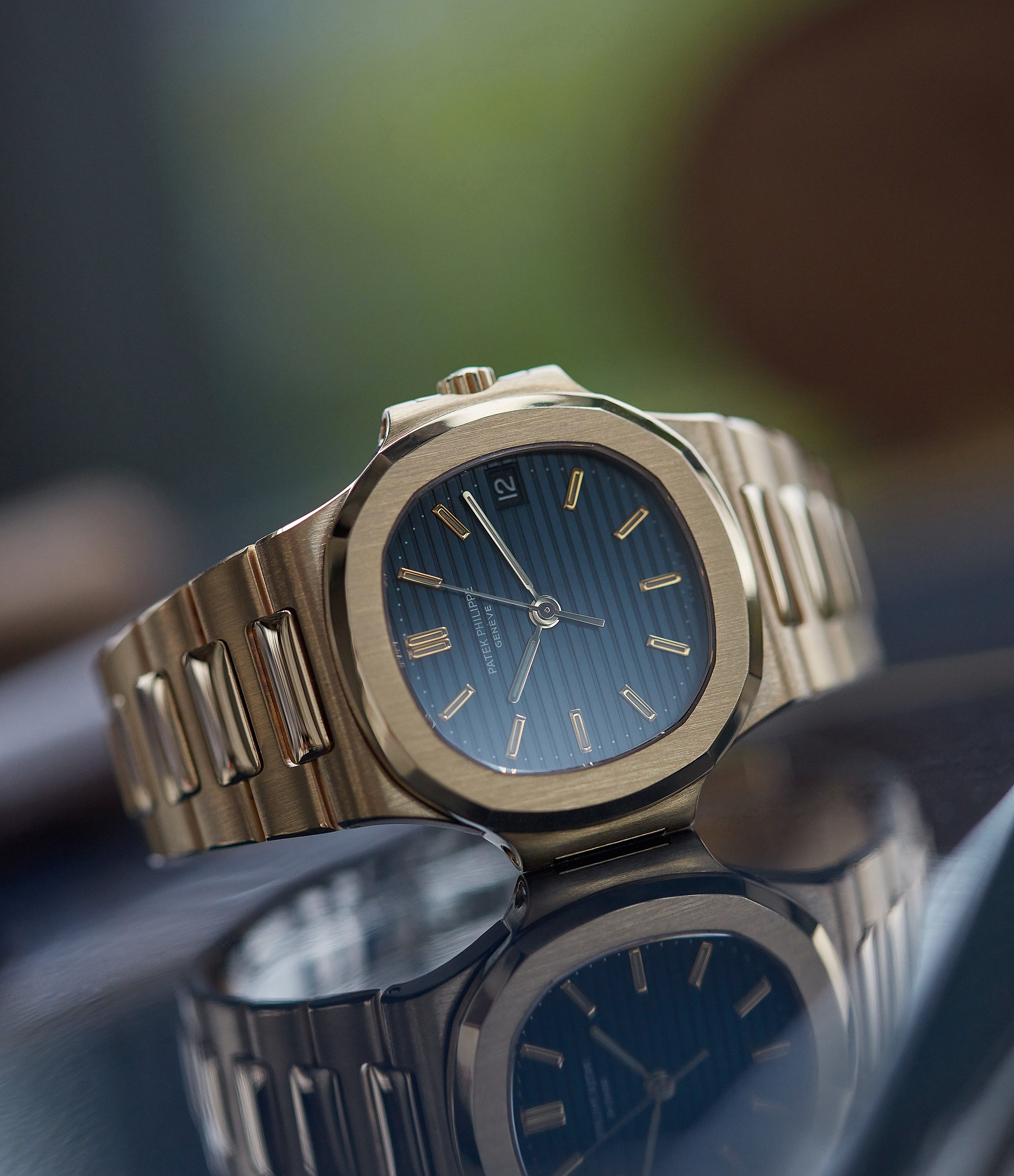 Buy pre-owned Gübelin Patek Philippe Nautilus 3800-001 yellow gold