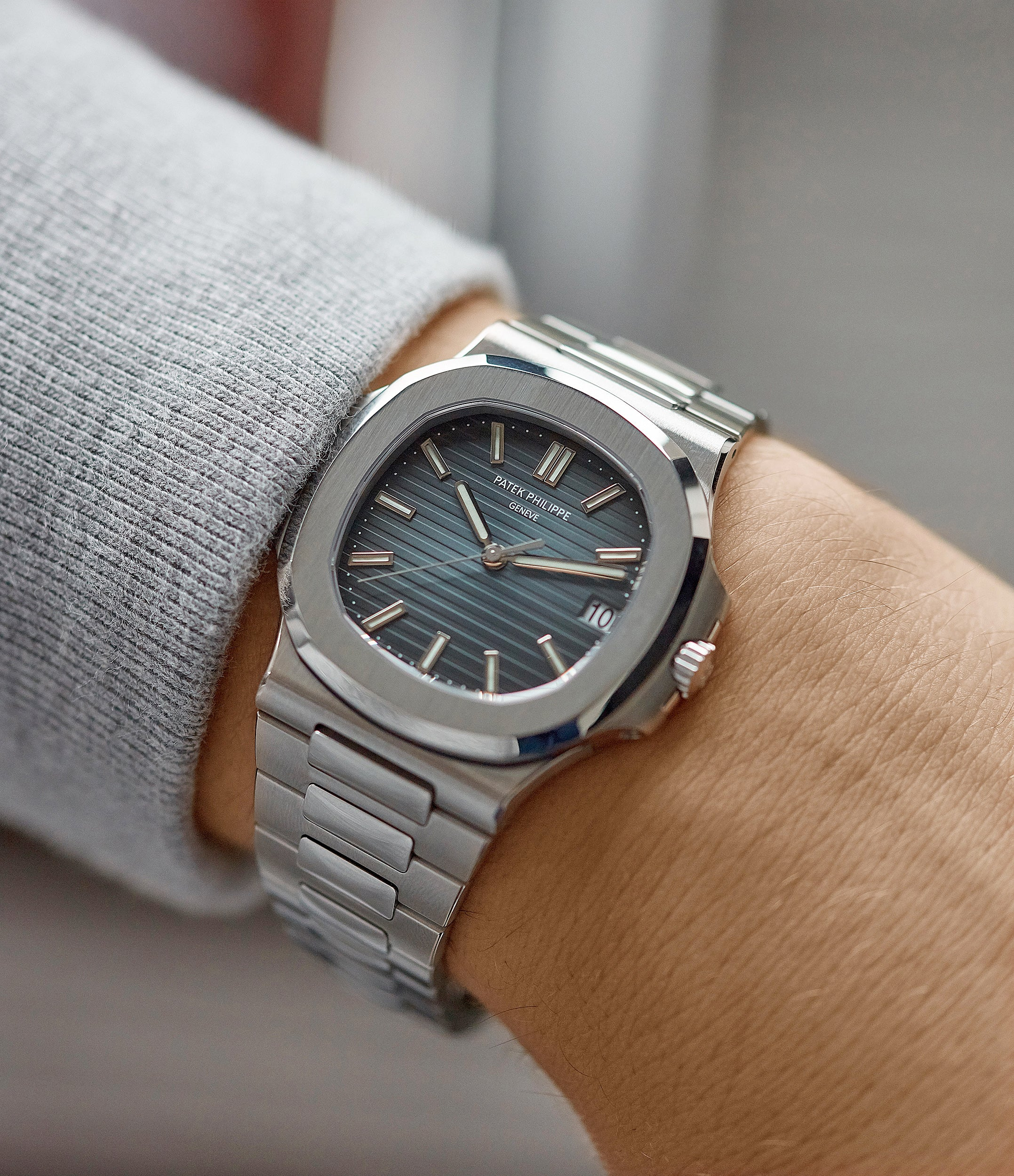 men's luxury sports watch 5711/1A-001 Patek Philippe Jumbo Nautilus steel pre-owned sport watch for sale online at A Collected Man London UK specialist of rare watches