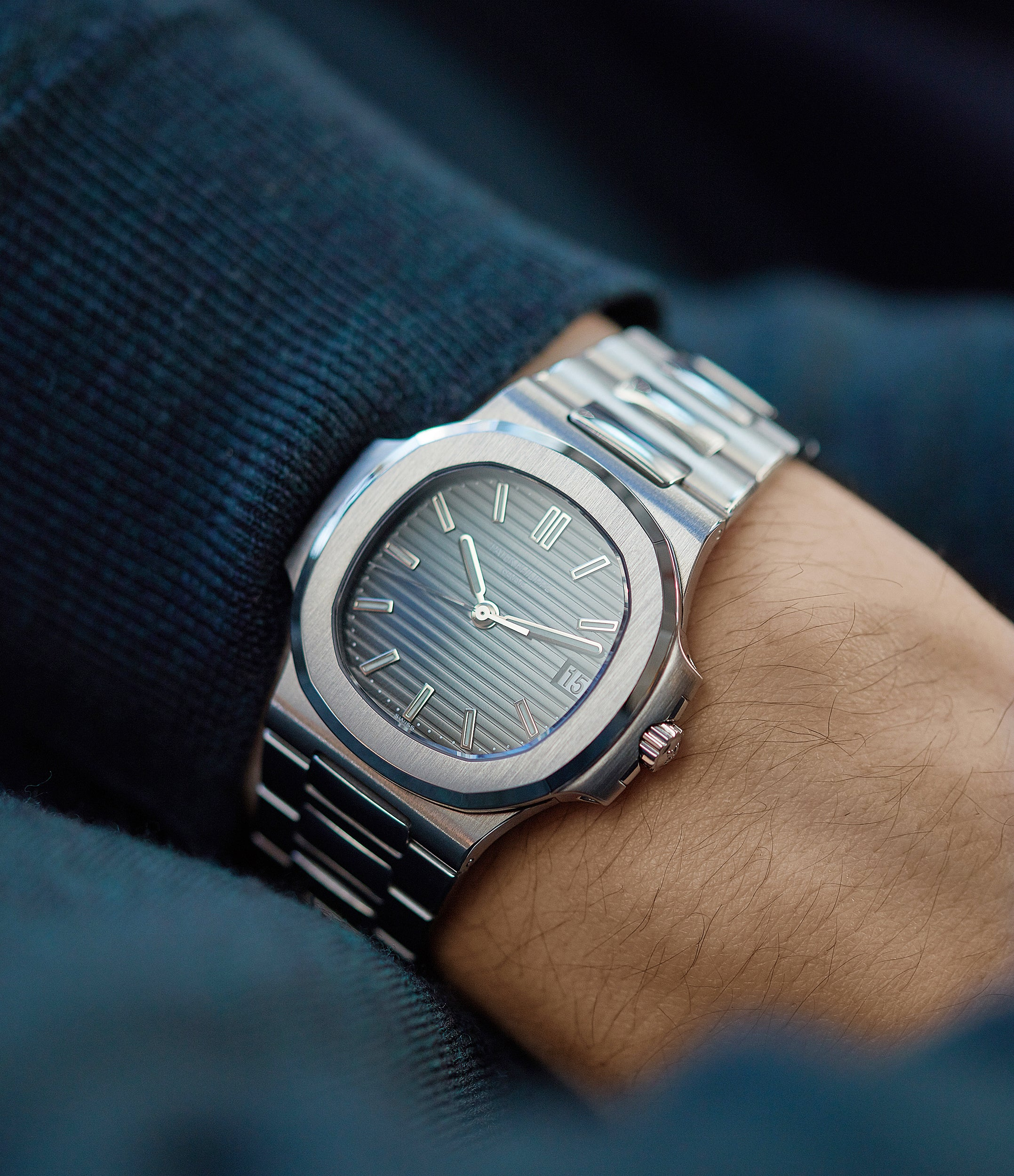 The 5800 marked the return of the mid-size Nautilus, previously discontinued in the early 00s (as the ref. 3800)