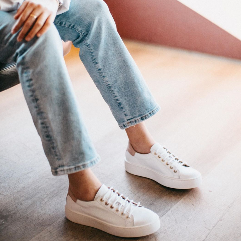 "Sneaker ""Basic"" I white with nude heel tab"