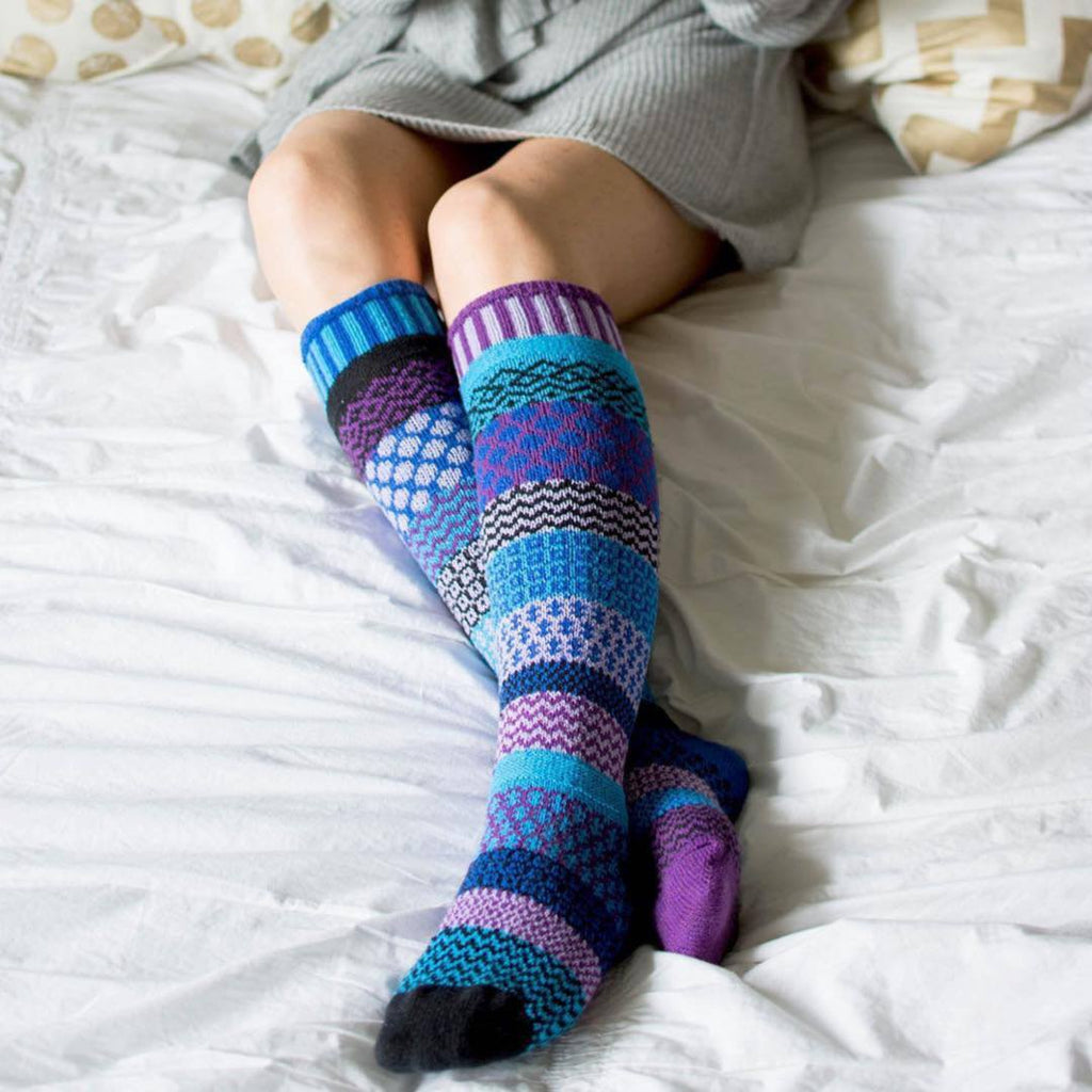 Mismatched Knitted Knee High Socks (Rasberry)