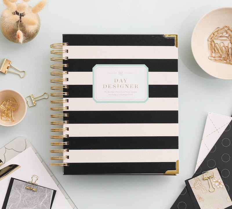 2021 Daily Planner: Black Stripe