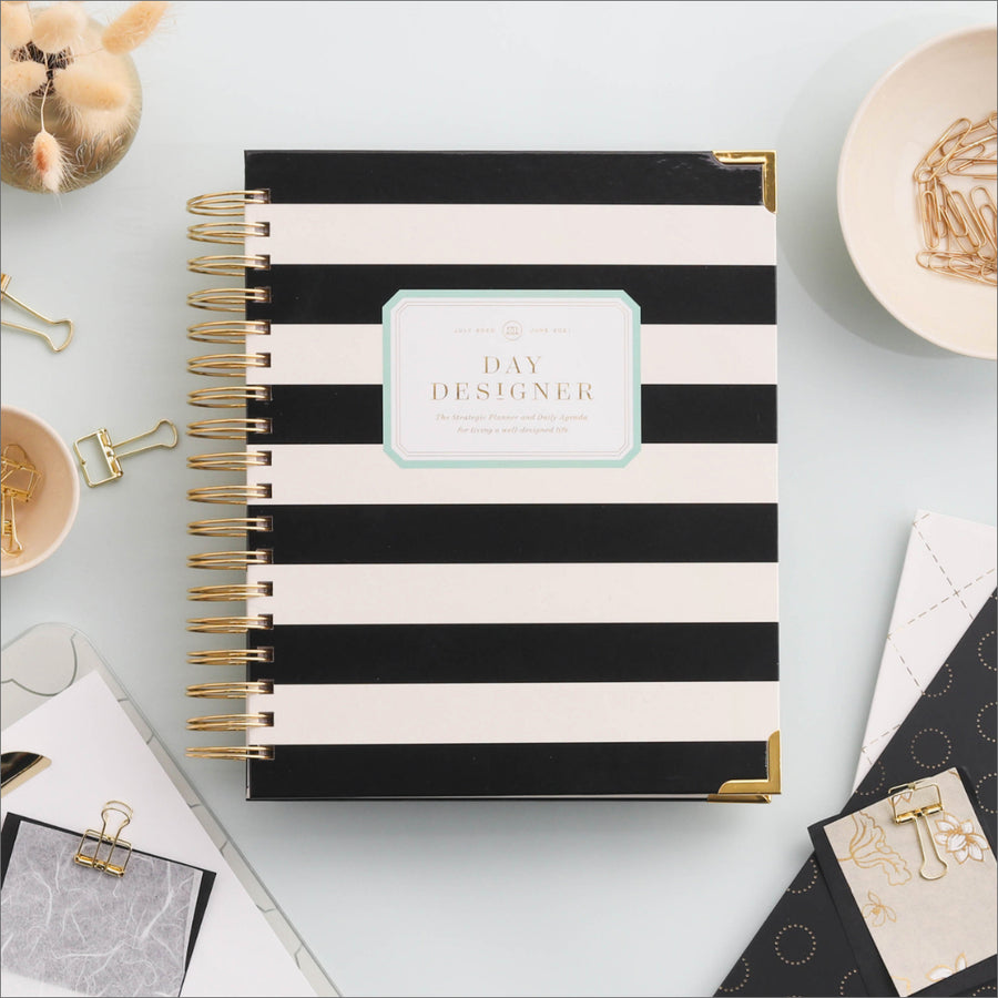 Academic Year 2020-2021 Daily Planner: Black Stripe