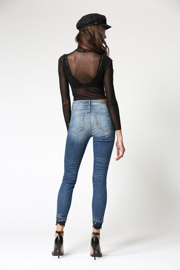 TAYLOR<p/> DARK WASH HIGH RISE RELEASED DOUBLE HEM SKINNY.