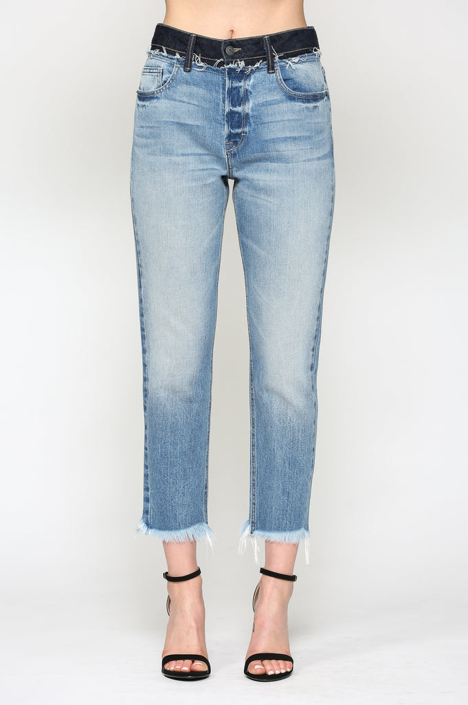 ZOEY<p/> LIGHT WASH HIGH RISE MOM JEAN