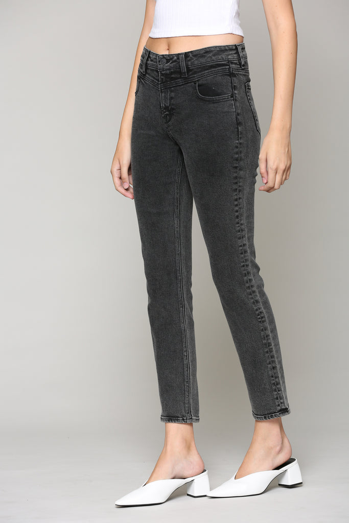 ZOEY <p/> VINTAGE BLACK WASH WITH FRONT YOKE DETAIL SLIM MOM JEAN
