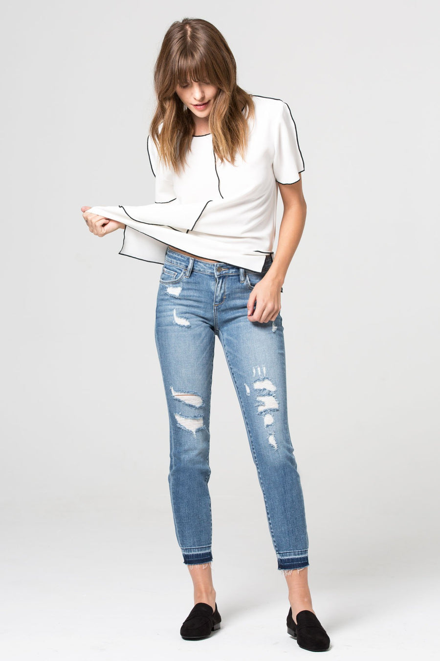 AMELIA <p/> Medium Wash Distressed Released Hem Skinny