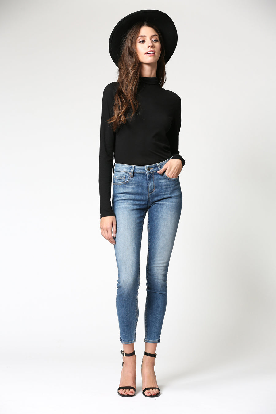 AMELIA <p/> MEDIUM WASH CLEAN HEM SKINNY