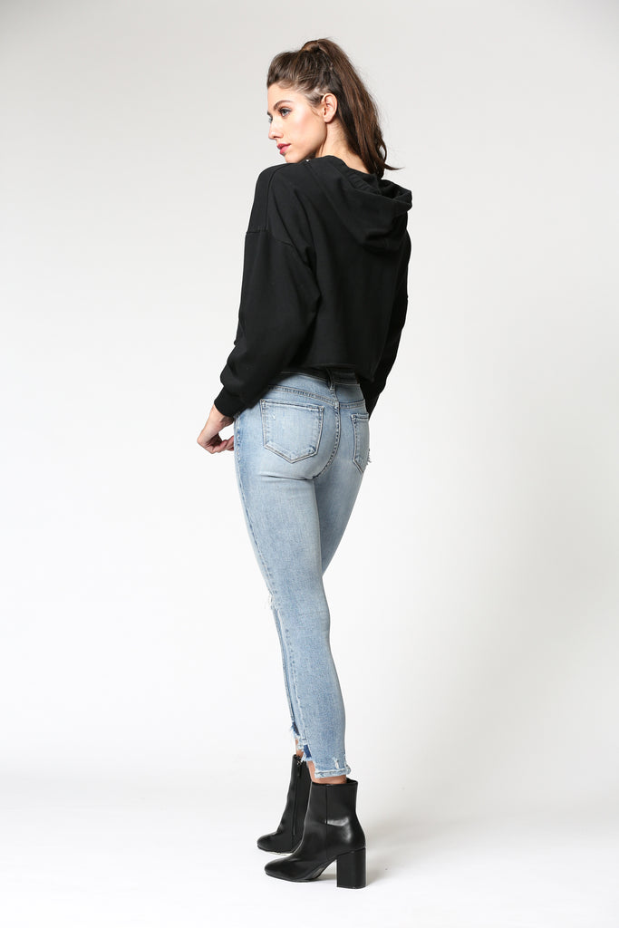 AMELIA <p/> LIGHT WASH DISTRESSED STEP HEM SKINNY