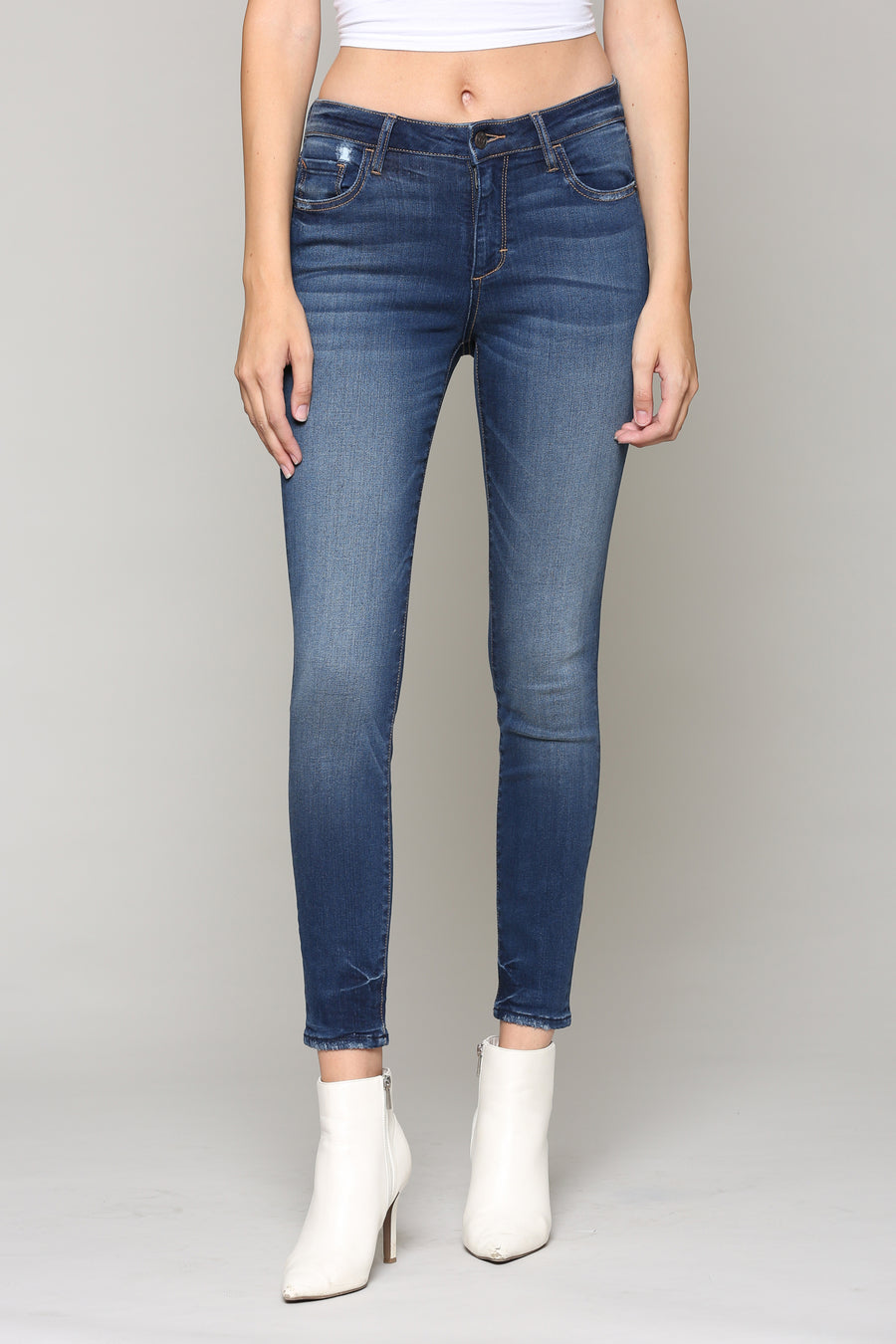 AMELIA <p/> MEDIUM WASH CLEAN SKINNY