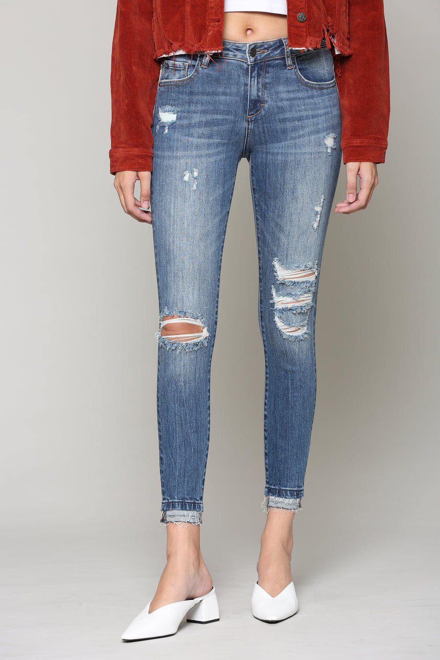 AMELIA <p/> MEDIUM WASH SKINNY WITH DISTRESS