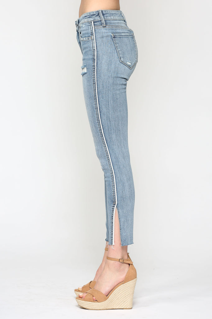 AMELIA <p/> LIGHT WASH SIDE PIPING SKINNY