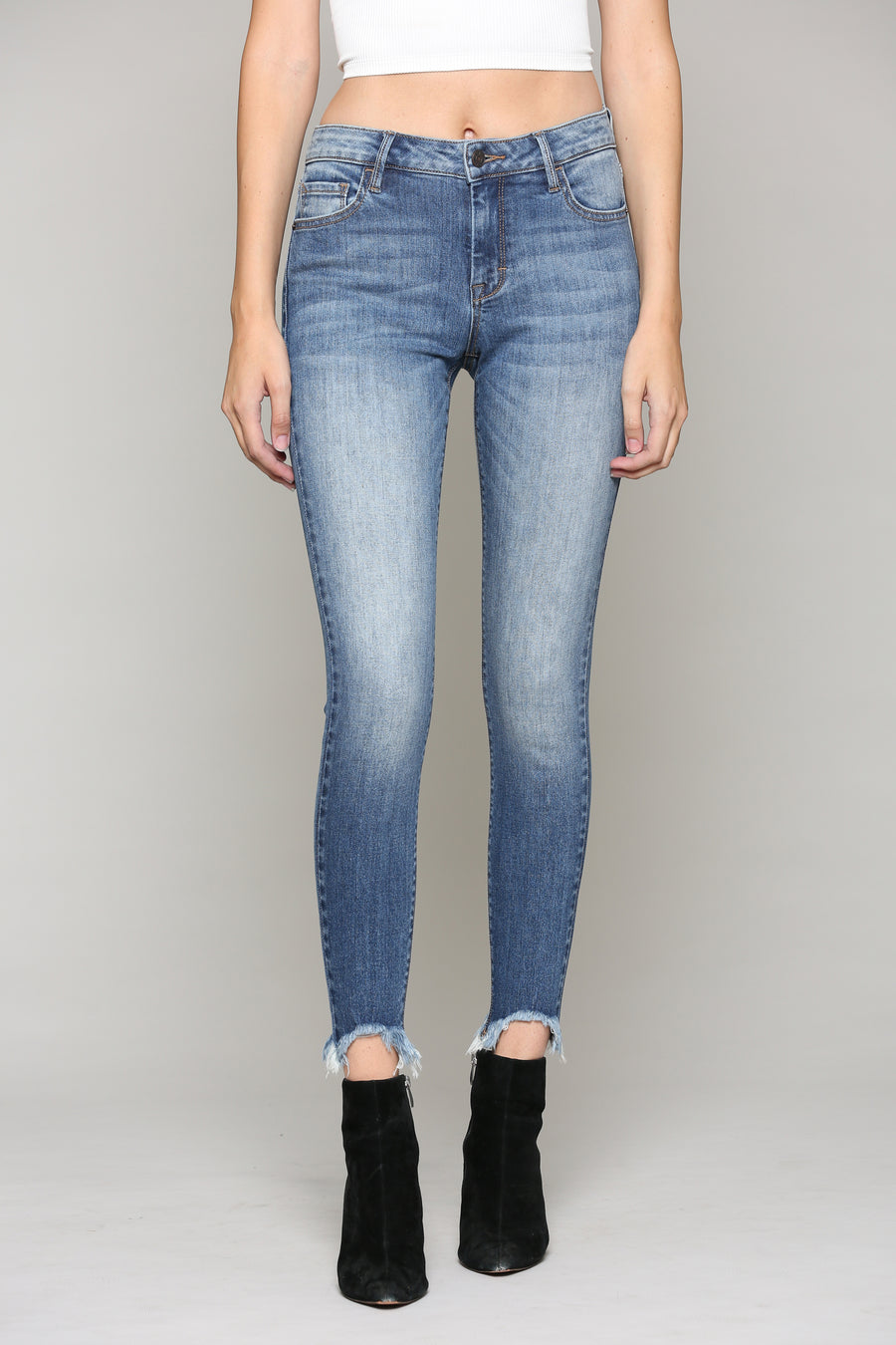 AMELIA <p/> MEDIUM WASH SKINNY WITH FRAYED HEM