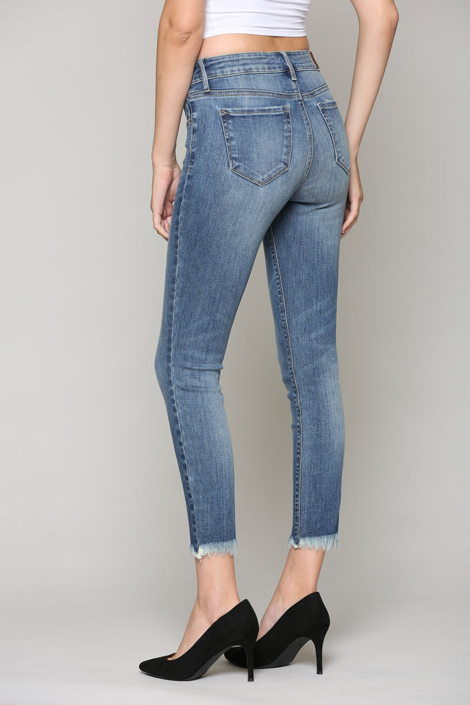 AMELIA <p/> CLASSIC MEDIUM WASH SKINNY WITH FRAYED HEM