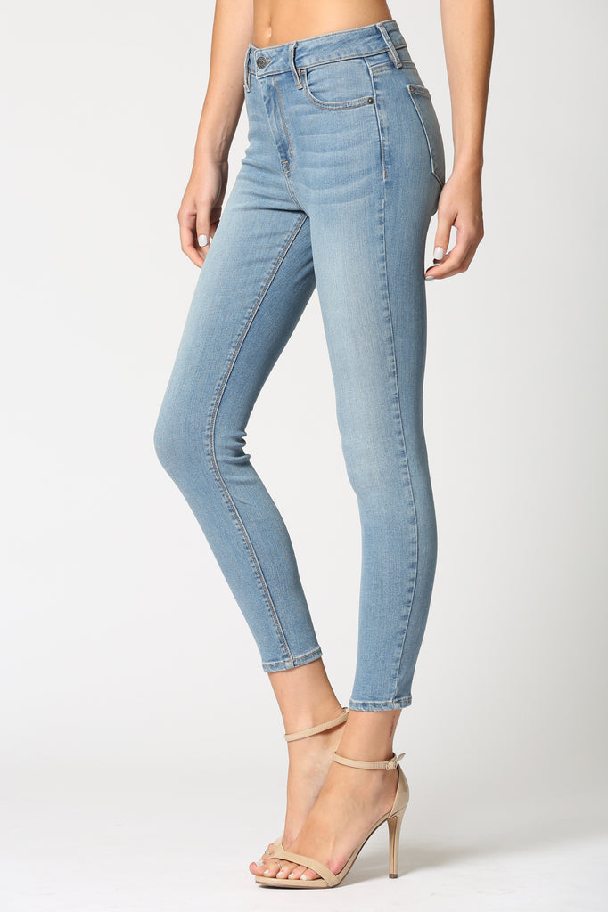 AMELIA <p/> LIGHT WASH CLASSIC STRETCH JEANS